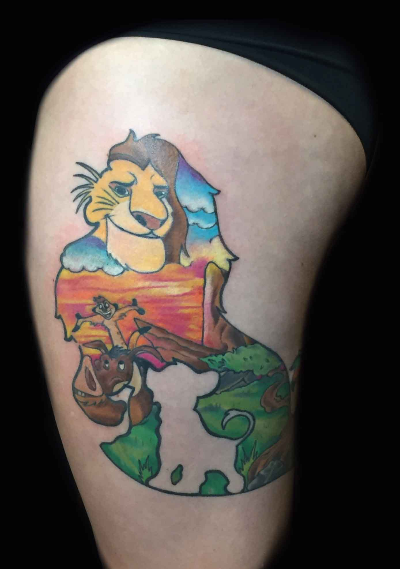 color-tattoo-of-lion-king-on-thigh-by-Roger-Solis